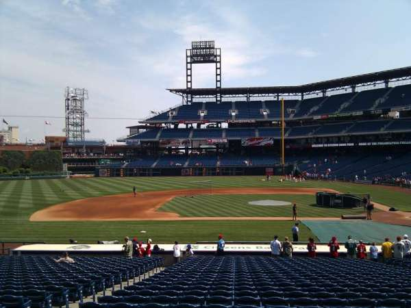 Citizens Bank Park, section: 130, rangée: 26, siège: 13