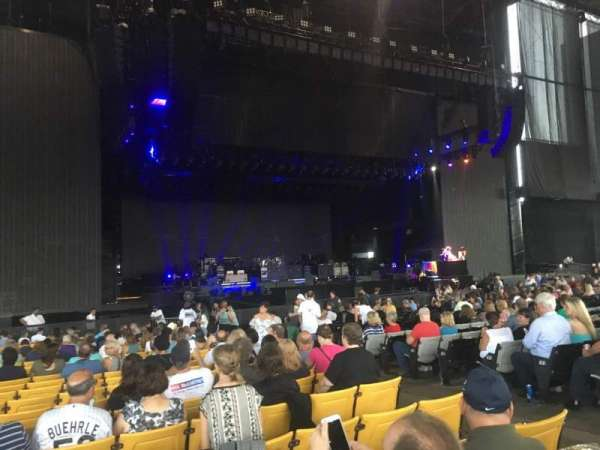 Hollywood Casino Amphitheatre (Maryland Heights), section: 104, rangée: CC, siège: 6