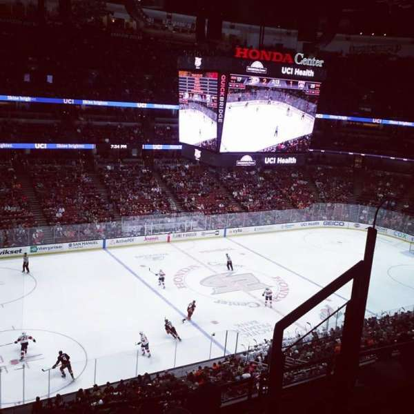 Honda Center, section: 415, rangée: F, siège: 4