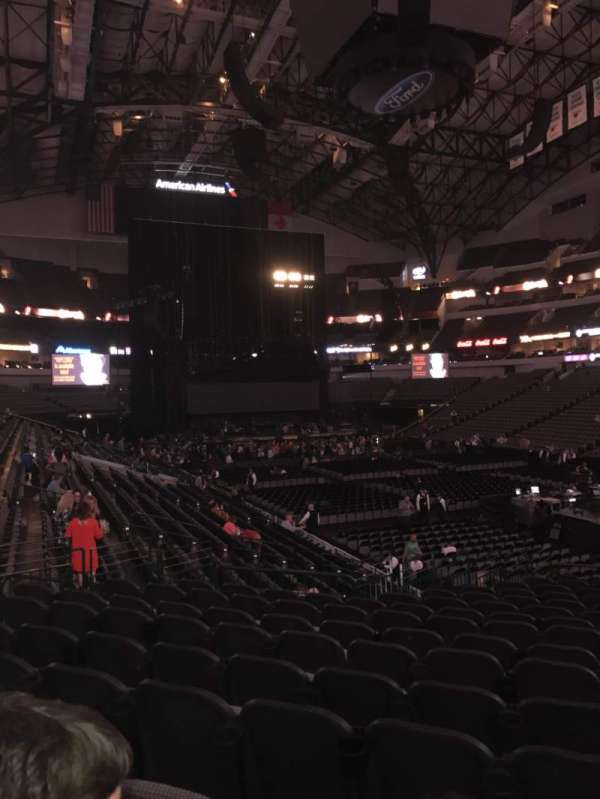 American Airlines Center, section: 115, rangée: T, siège: 4