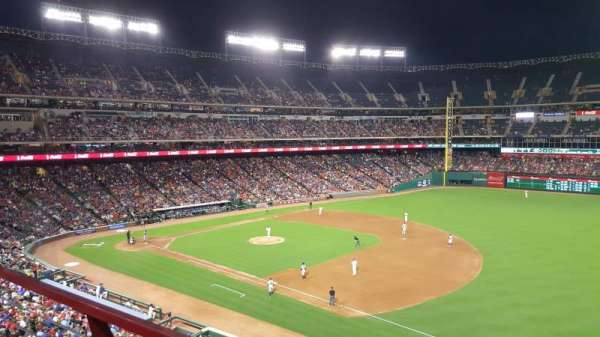 Globe Life Park in Arlington, section: 237, rangée: 1, siège: 2
