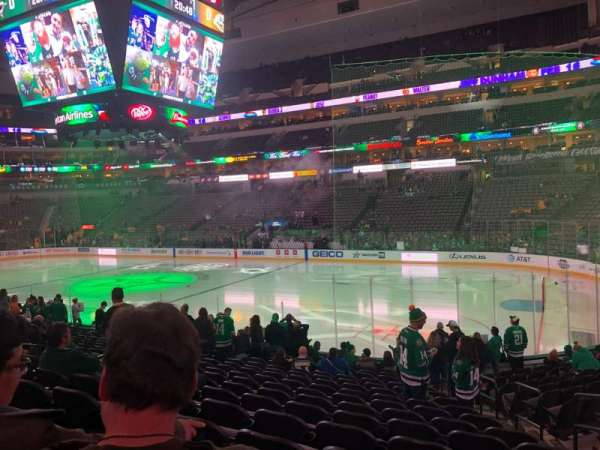 American Airlines Center, section: 104, rangée: R, siège: 3