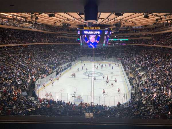 Madison Square Garden, section: 218, rangée: 4, siège: 5