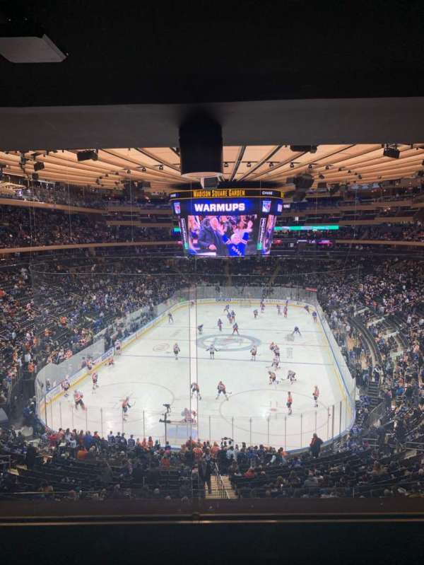 Madison Square Garden, section: 218, rangée: 4WC, siège: 5