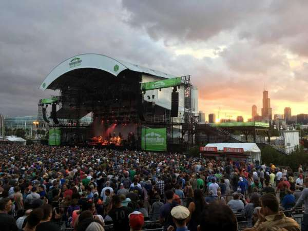 Huntington Bank Pavilion at Northerly Island, section: F - VIP, rangée: 1, siège: 1