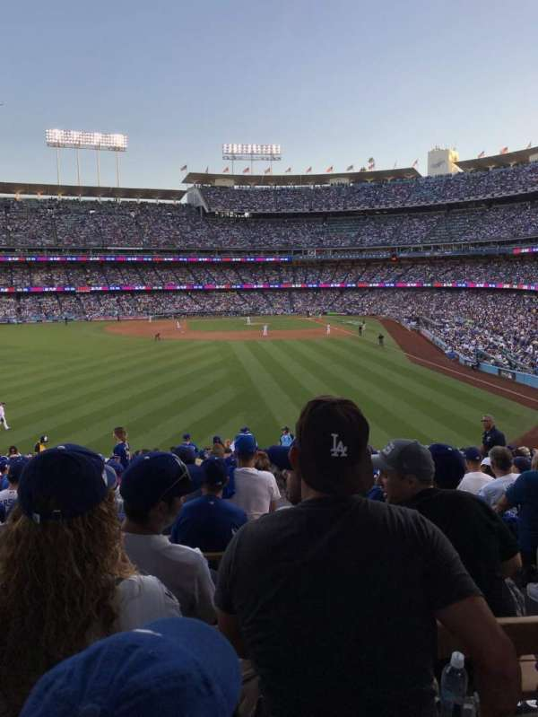 Dodger Stadium, section: 303PL, rangée: Y, siège: 4