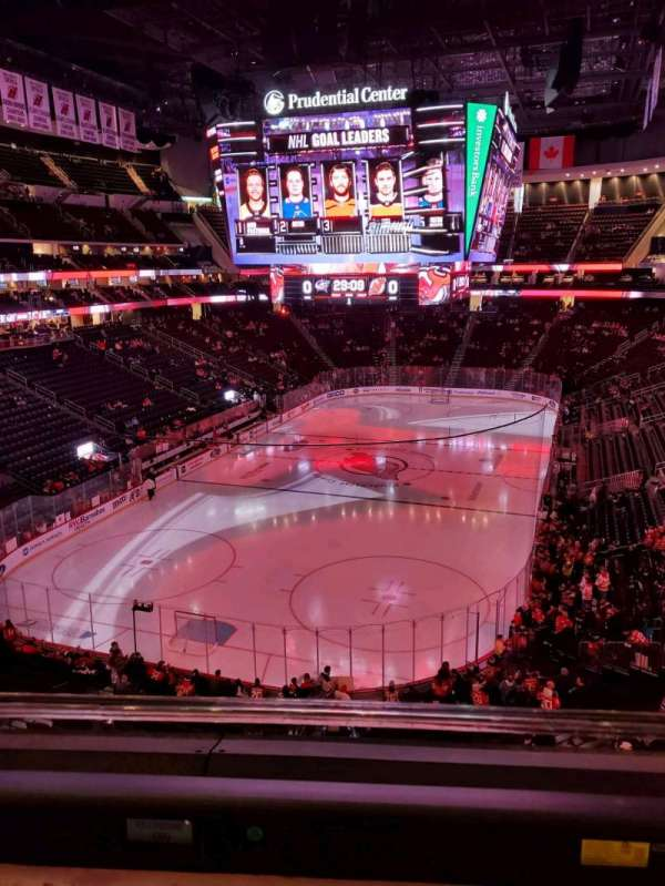 Prudential Center, section: 122, rangée: 1, siège: 10