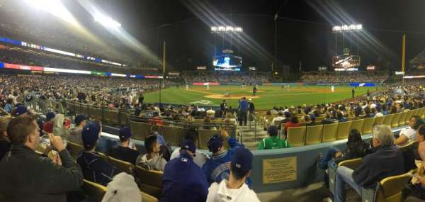 Dodger Stadium, section: 4FD, rangée: D, siège: 9