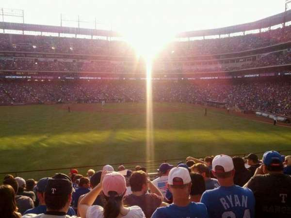 Globe Life Park in Arlington, section: 4, rangée: 11