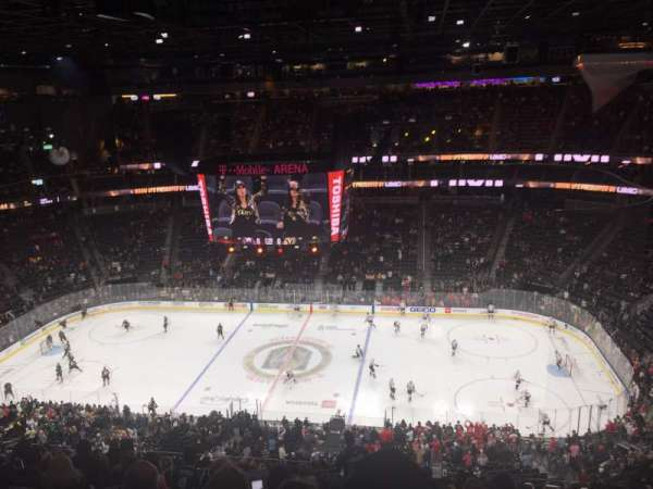 T-Mobile Arena, section: 221, rangée: M