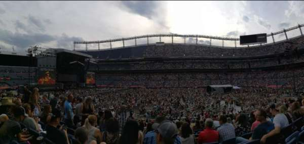 Empower Field at Mile High Stadium, section: 122, rangée: 20, siège: 13