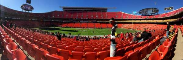 Arrowhead Stadium, section: 101, rangée: 29, siège: 9and10
