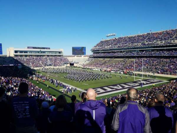 Bill Snyder Family Stadium, section: 11, rangée: 46, siège: 1