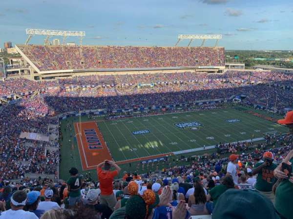 Camping World Stadium, section: 239, rangée: DD, siège: 5