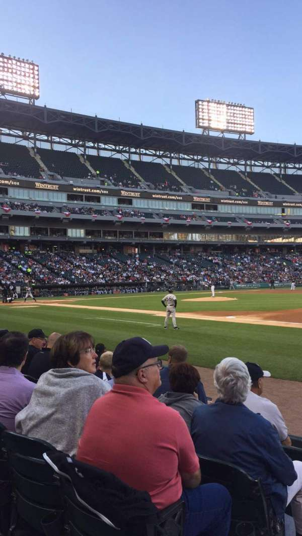 Guaranteed Rate Field, section: 120, rangée: 6 , siège: 8