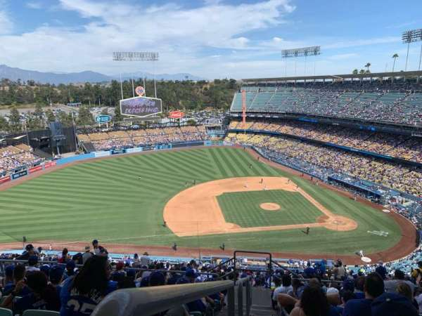 Dodger Stadium, section: 17RS, rangée: JJ, siège: 23