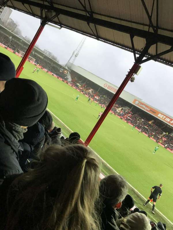 Griffin Park, section: New Road Stand- Area N502, rangée: O, siège: 0046