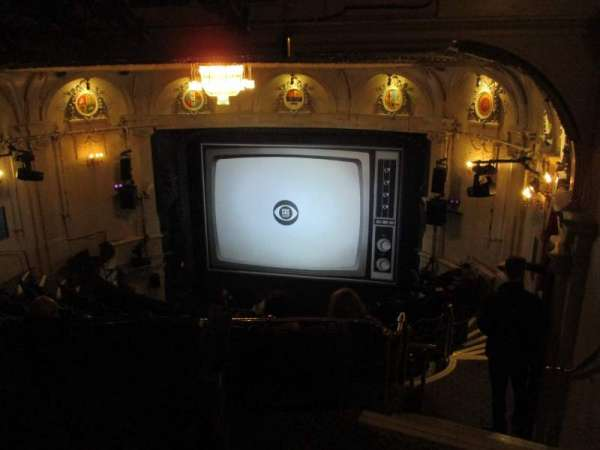 Ambassadors Theatre, section: Circle, rangée: L, siège: 5