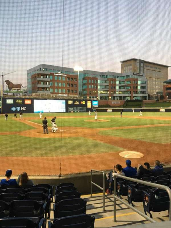 Durham Bulls Athletic Park, section: 102, rangée: F, siège: 4