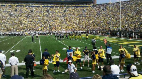 Michigan Stadium, section: 21, rangée: 3, siège: 22