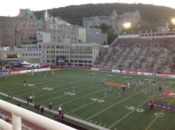 Percival Molson Memorial Stadium, section: T2, rangée: 1, siège: 5