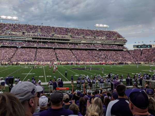 Bill Snyder Family Stadium, section: 4, rangée: 13, siège: 23