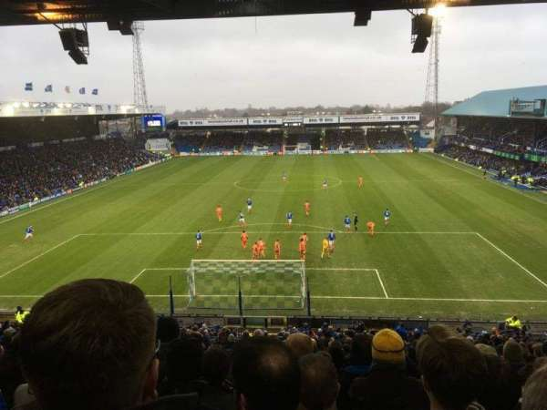 Fratton Park, section: Fratton End, rangée: 4th from back