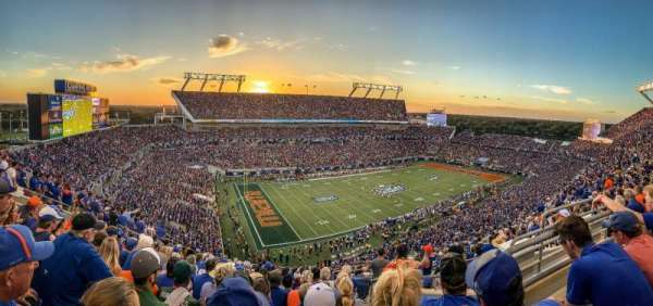 Camping World Stadium, section: 214, rangée: P, siège: 6