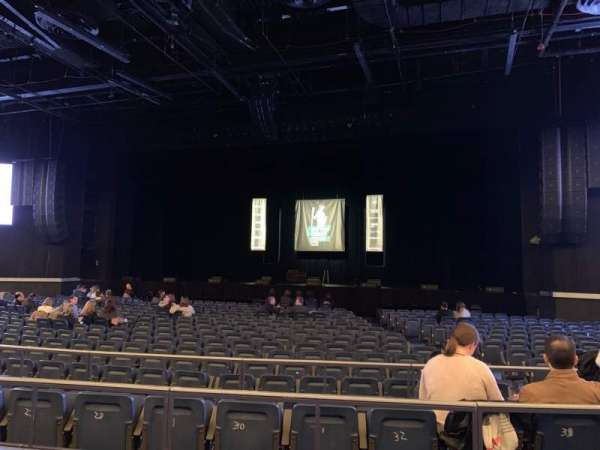 Hulu Theater at Madison Square Garden, section: 202, rangée: BB, siège: 6