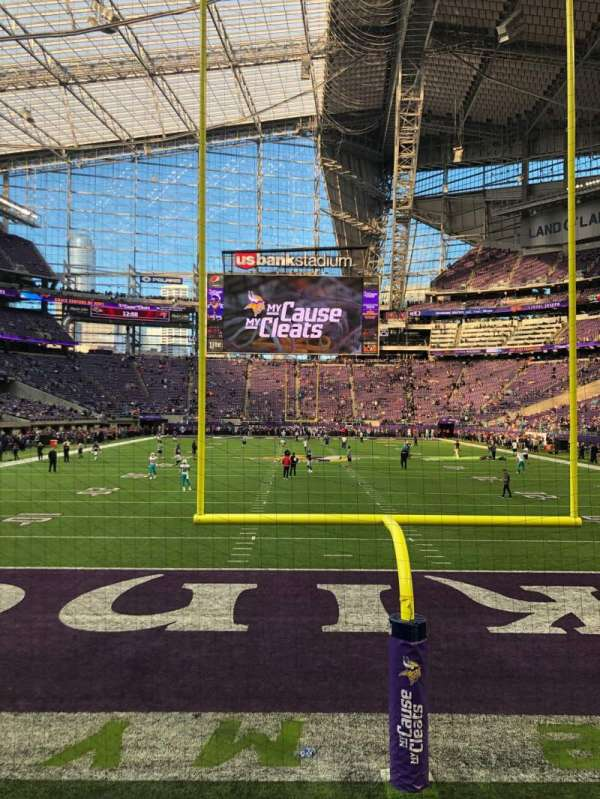 U.S. Bank Stadium, section: 119, rangée: 1, siège: 1