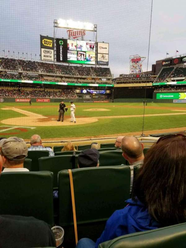 Target Field, section: Champions Club 7, rangée: F, siège: 5