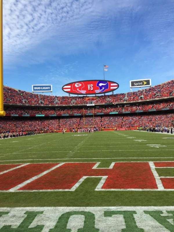 Arrowhead Stadium, section: 110, rangée: 1, siège: 2