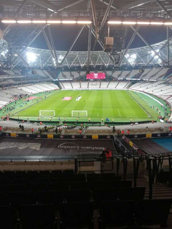 London Stadium, section: 223, rangée: 63, siège: 842