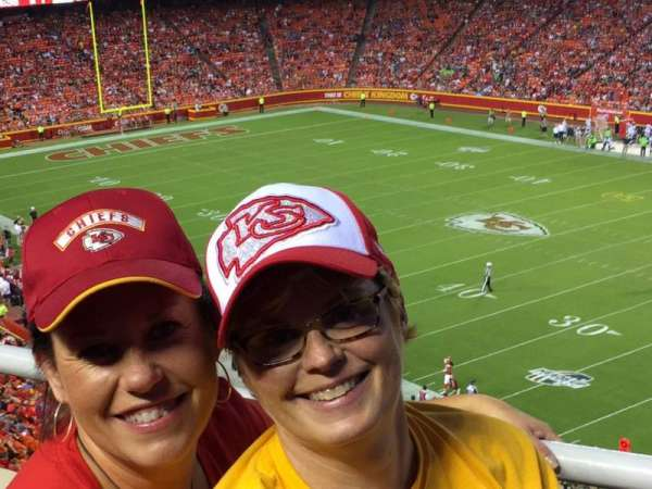 Arrowhead Stadium, section: 319, rangée: 1, siège: 4,5