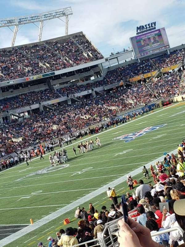Camping World Stadium, section: 115, rangée: AA, siège: 8