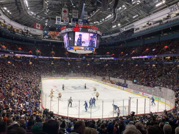 Rogers Arena, section: 102, rangée: 21