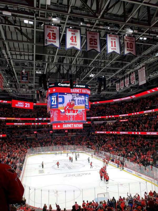 Capital One Arena, section: 104, rangée: Y