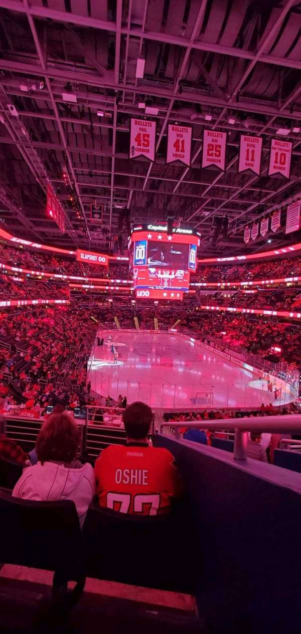 Capital One Arena, section: 115, rangée: Y