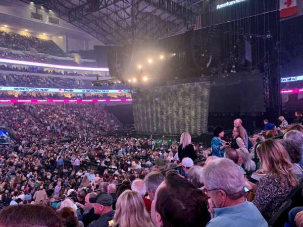 American Airlines Center, section: 108, rangée: T, siège: 9