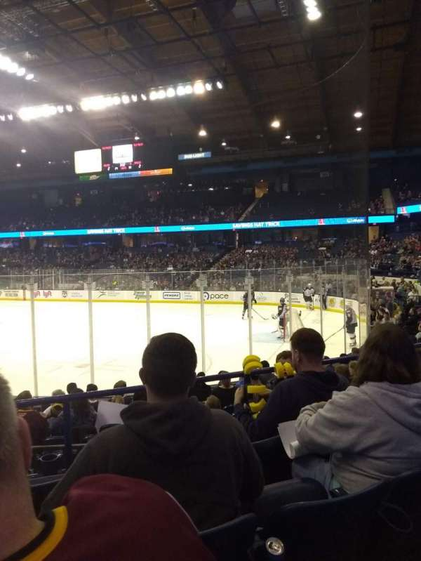 Allstate Arena, section: 108, rangée: G
