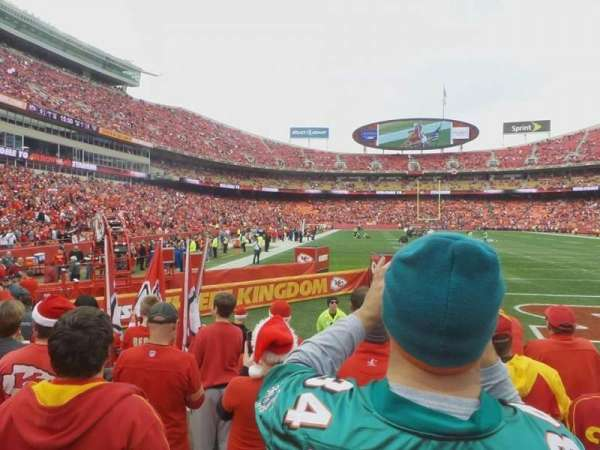 Arrowhead Stadium, section: 111, rangée: 5, siège: 17