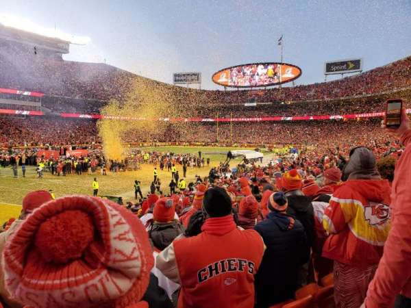 Arrowhead Stadium, section: 106, rangée: 19, siège: 14