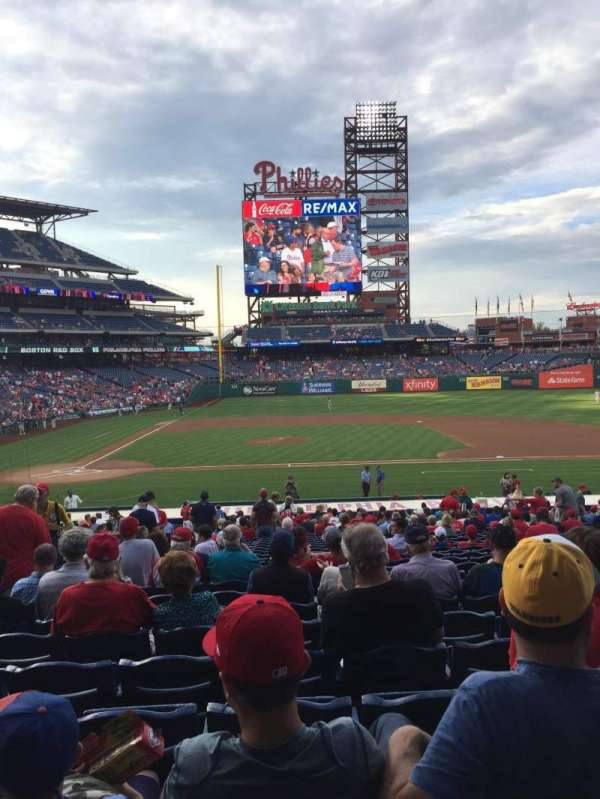 Citizens Bank Park, section: 117, rangée: 29, siège: 14
