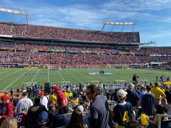 Camping World Stadium, section: 136, rangée: V, siège: 4