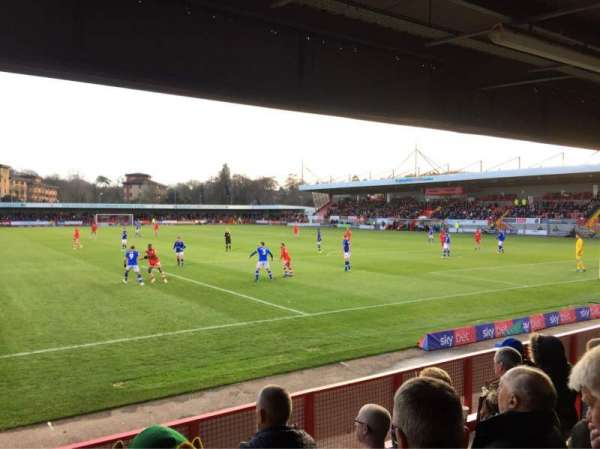 Broadfield Stadium, section: Away Terrace, rangée: Back Row