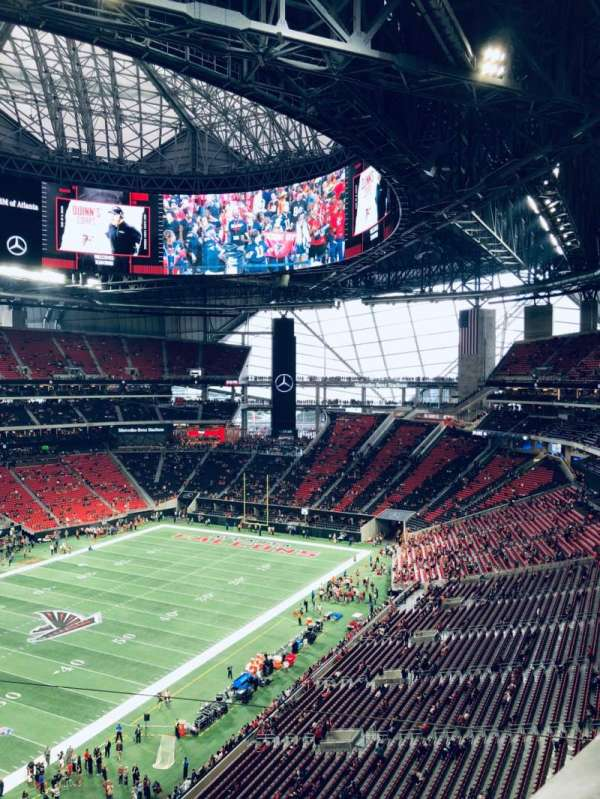 Mercedes-Benz Stadium, section: 117, rangée: 1, siège: 12