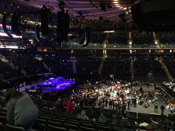 Madison Square Garden, section: 116, rangée: 22, siège: 18
