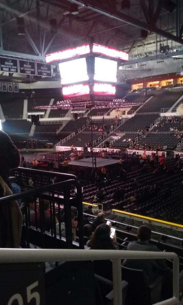 Dunkin' Donuts Center, section: 105, rangée: H, siège: 13