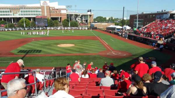 Jim Patterson Stadium, section: 210, rangée: R, siège: 114