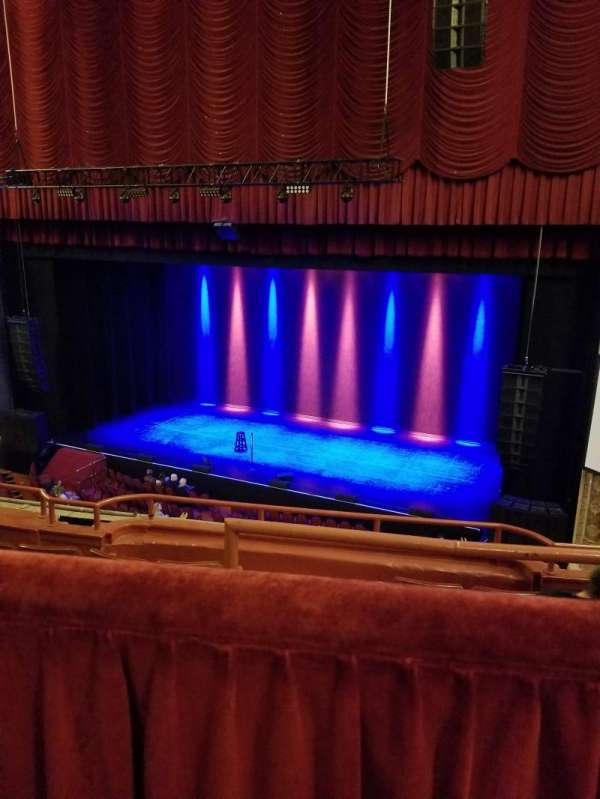 Chicago Theatre, section: BALCONY2R, rangée: A
